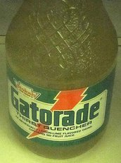 Original Gatorade: Looks like urine; tastes like sweat. For some reason, that add campaign never took off. By Jeff Taylor (Flickr: GatoradeOriginalGlassBottle) [CC BY-SA 2.0 (http://creativecommons.org/licenses/by-sa/2.0)], via Wikimedia Commons