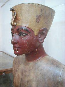 449px-mannequin_of_tutankhamun